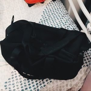 LULU LEMON DUFFLE